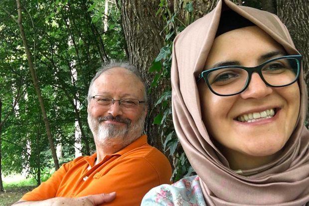 A l'été 2018, selfie pour Jamal Khashoggi et Hatice Cengiz au cours d'une promenade dans la forêt de Belgrade, aux environs d'Istanbul.