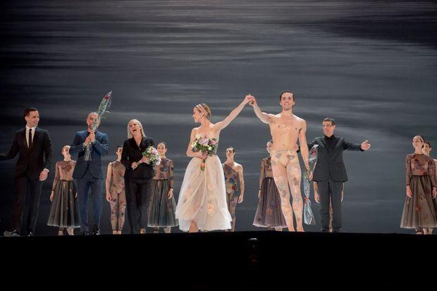 A l'Opéra de Rome, la créatrice salue avec la danseuse étoile de l'Opéra de Paris Eleonora Abbagnato et Friedemann Vogel, dont elle a créé les costumes pour « Nuit blanche ».
