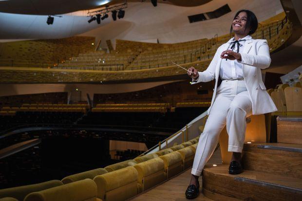 A la Philharmonie, habillée de blanc comme Leonard Bernstein, son idole.
