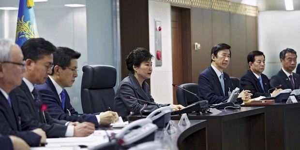 A Séoul (à dr.), la présidente Park Geun-ye menace son voisin du Nord d'éventuelles représailles.