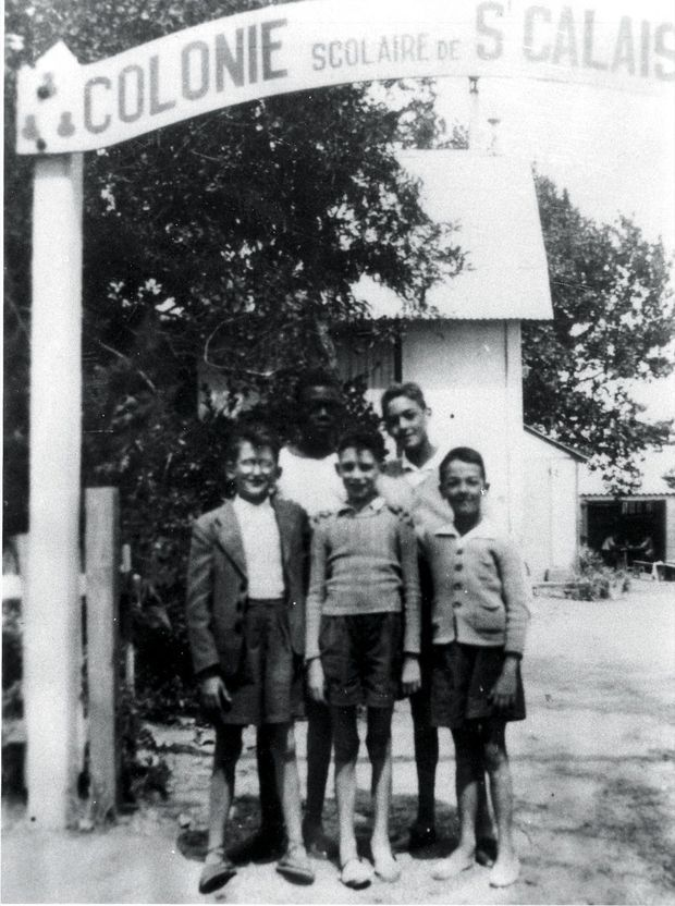 A son arrivée en France, à Saint-Calais (Sarthe), en 1949.