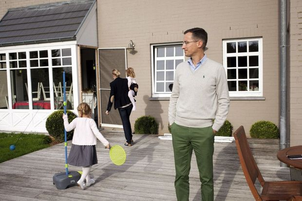 A une heure de Bruxelles, Pierre-Edouard, sa femme Amandine et leurs trois enfants. Pierre-Edouard lancera bientôt en Belgique sa sixième start-up.