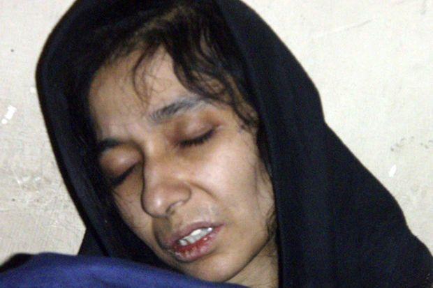 Aafia Siddiqui peu après son arrestation, en juillet 2008.