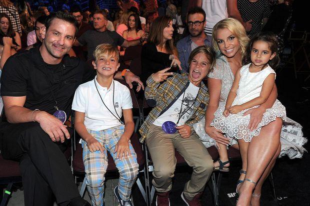 Bryan et Britney Spears aux Teen Choice Awards 2015 avec leurs enfants