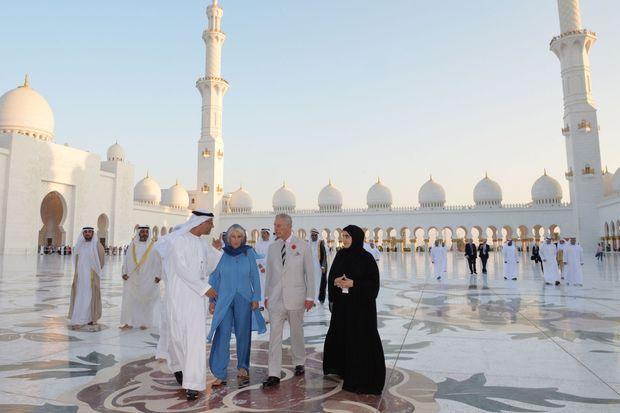 Le prince Charles et la duchesse de Cornouailles Camilla à Abu Dhabi, le 6 novembre 2016