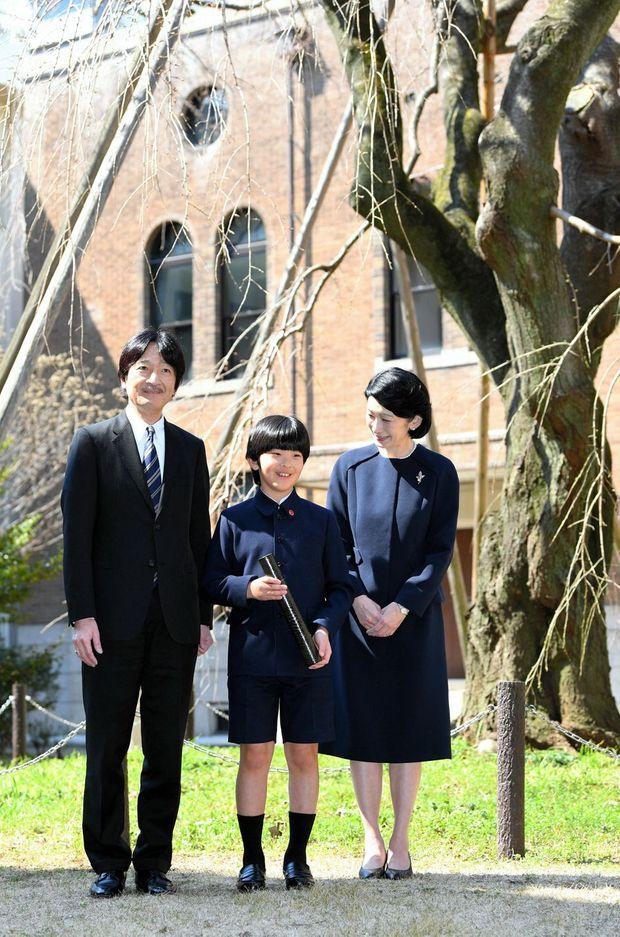 Le prince Hisahito du Japon avec ses parents à Tokyo, le 15 mars 2019