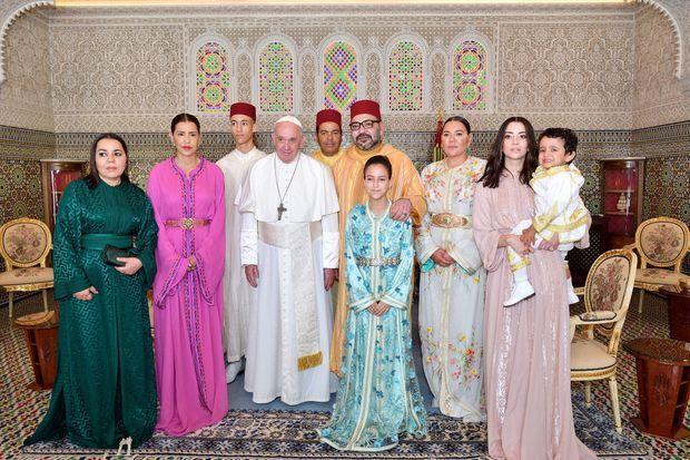 La princesse Lalla Khadija avec la famille royale du Maroc et le pape François, le 30 mars 2019