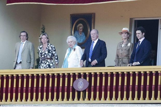 L'ex-roi Juan Carlos avec l'infante Elena et son fils et sa soeur l'infante Pilar et deux de ses enfants à Aranjuez, le 2 juin 2019