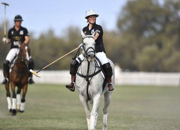 Zara Phillips lors d'un match de polo caritatif à Gold Coast en Australie, le 5 janvier 2020