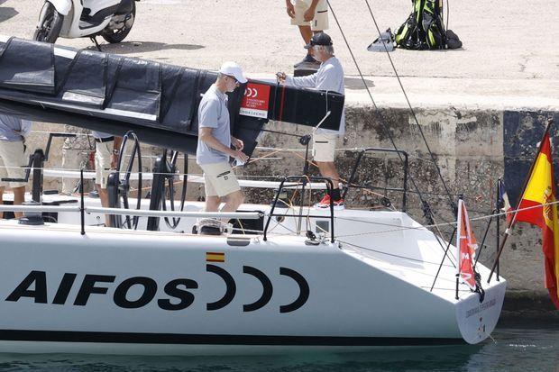 Le roi Felipe VI sur le voilier Aifos à Palma de Majorque, le 1er août 2021