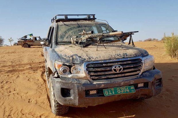Du matériel de guerre et des 4 x 4 ayant appartenu à l'armée américaine récupérés au GSIM, après d'âpres combats, par les hommes de Moussa Ag Acharatoumane.