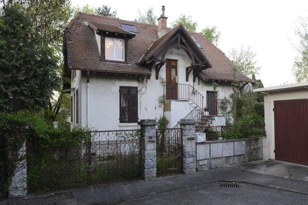 En février 2013, père et fils cohabitent dans la maison familiale de Montjay, à Chambéry