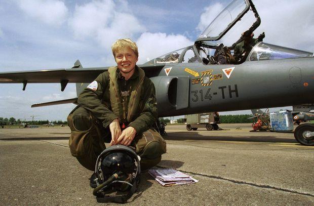 Caroline Aigle, le jour où elle a reçu son brevet de pilote, le 25 mai 1999, à la Base Aérienne de Tours.