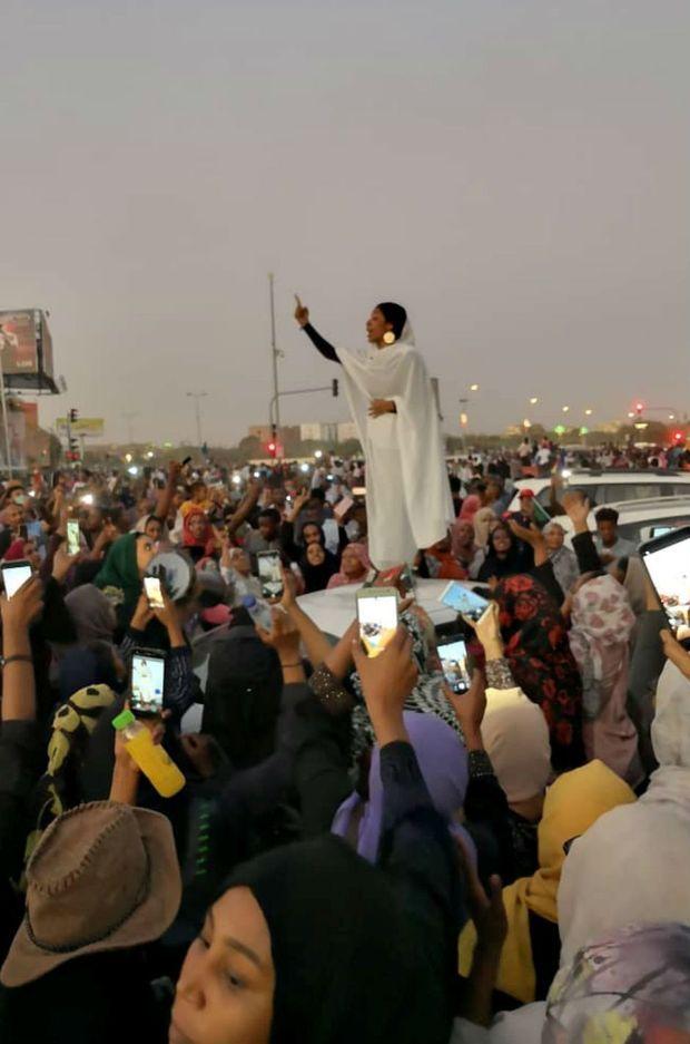 La photo d'Alaa Salah est devenue virale.