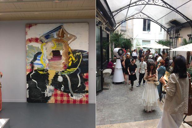 A l'exposition « Azzedine Alaïa, une autre pensée sur la mode. La collection Tati. »