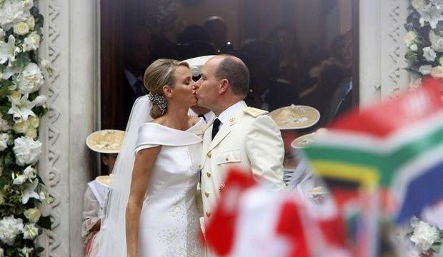 albert et charlene mariage baiser-