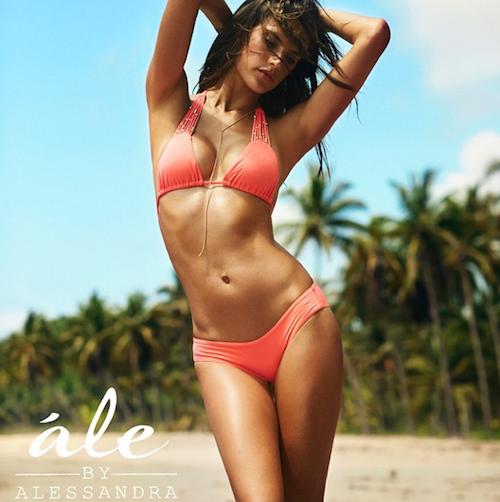 Alessandra Ambrosio a lancé sa collection de maillots de bain en 2014