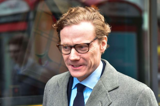 Alexander Nix, le patron de Cambridge Analytica, devant les bureaux londoniens de l'entreprise, le 20 mars 2018.