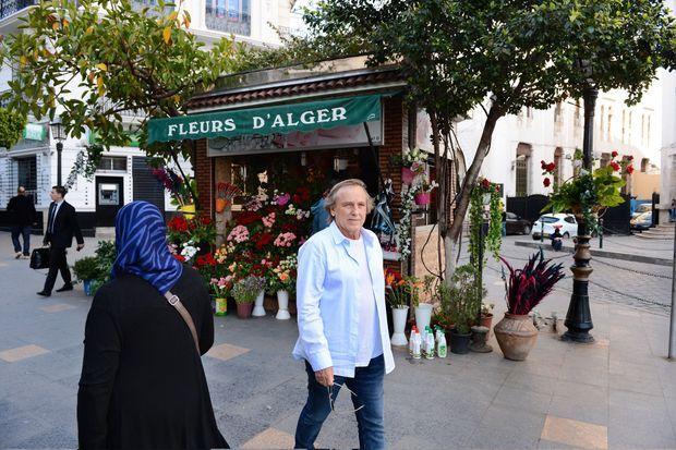 Alexandre Arcady dans les rues d'Alger