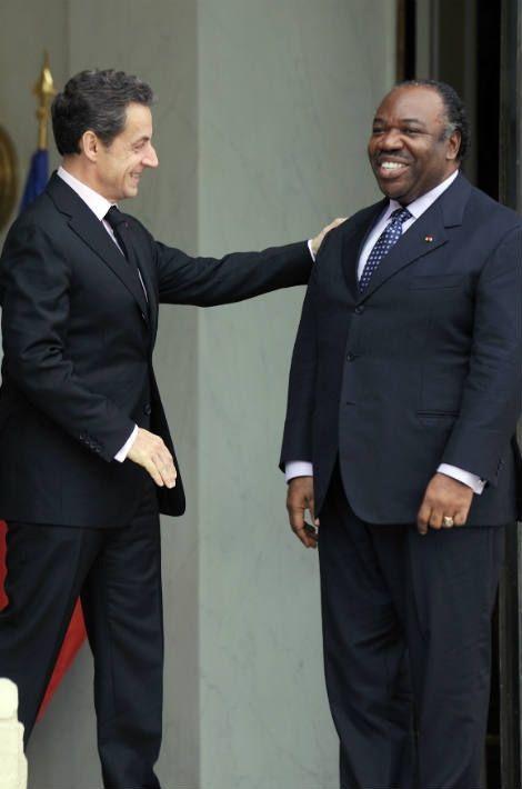 Nicolas Sarkozy ici avec Ali Bongo le 21 février 2011 à l'Elysée, ne s'est pas encore exprimé au sujet de la situation au Gabon