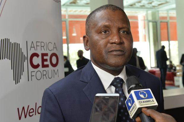 Aliko Dangote, l'homme le plus riche d'Afrique, ici le 21 mars 2015 à Abidjan, a bâti sa fortune en faisant transporter du ciment au Nigeria