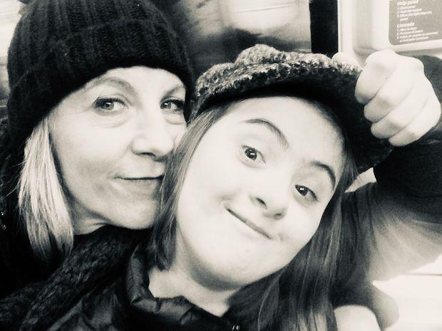 Alma Villard avec sa mère, la chanteuse lyrique Sandrine Sutter