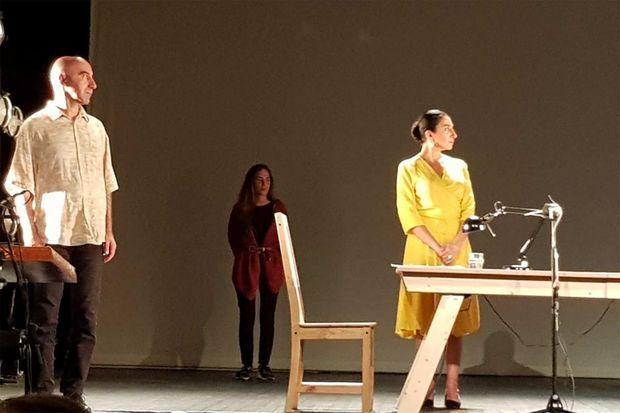 La troupe de «Letter to a friend in Gaza», sur la scène de l'Espace Cardin.