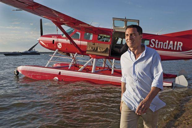 L'hydravion de la StndAIR, en provenance de New York, vient de déposer dans la baie son passager, le millionnaire André Balazs.