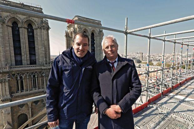 André Finot, porte-parole de Notre-Dame (à g.), et Philippe Villeneuve, architecte en chef des monuments historiques