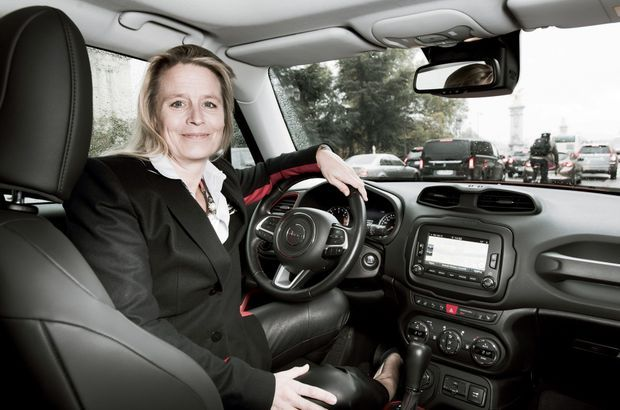 Andrée Deissenberg au volant de la Renegade