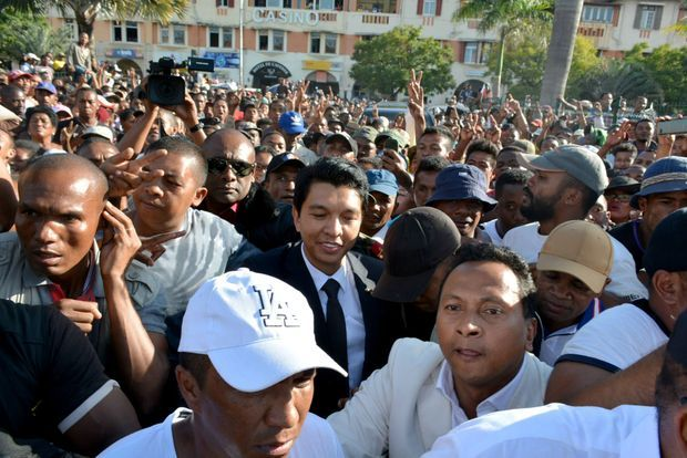 L'ancien président du régime de transition Andry Rajoelina, patron du groupe Viva TV, lors de la manifestation du 23 avril à Tananarive