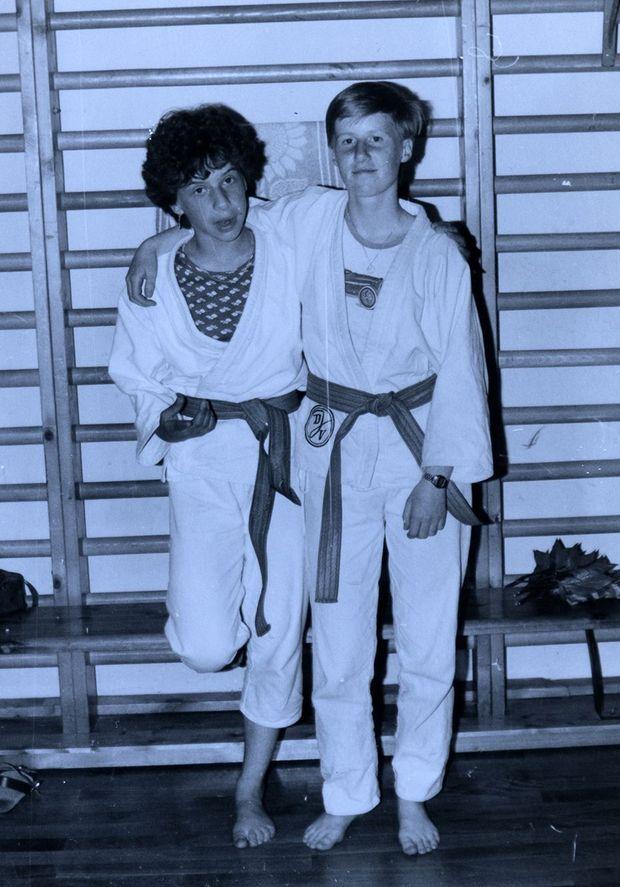 Angela Marquardt (à dr.) se rêvait championne de judo. La Stasi avait d'autres plans pour elle.