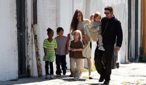 Angelina Jolie et Brad Pitt, Maddox, Pax, Zahara, Shiloh, Knox, etVivienne-