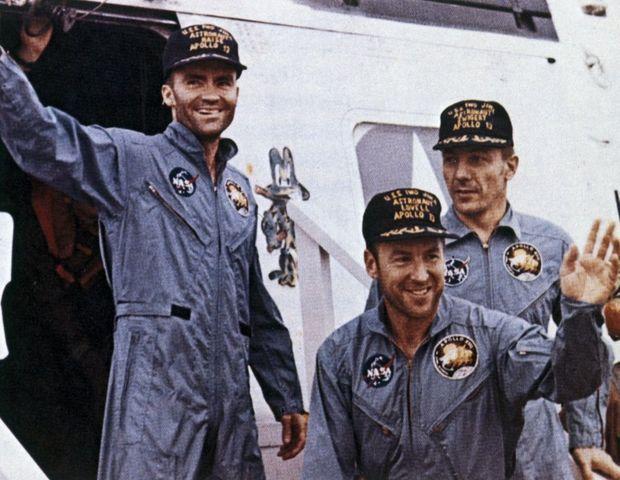 Le vaisseau de Haise, Lovell et Swigert s'est posé dans l'océan Pacifique, entre la Nouvelle-Zélande et les îles Fidji. Ils ont été récupérés à du bord navire porte-hélicoptères de la marine américaine «USS Iwo Jima ».