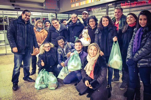 Arash Derambarsh à Courbevoie, devant un supermarché.
