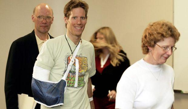 Aron Ralston entre sa mère Donna et son père Larry 8 mai 2003-