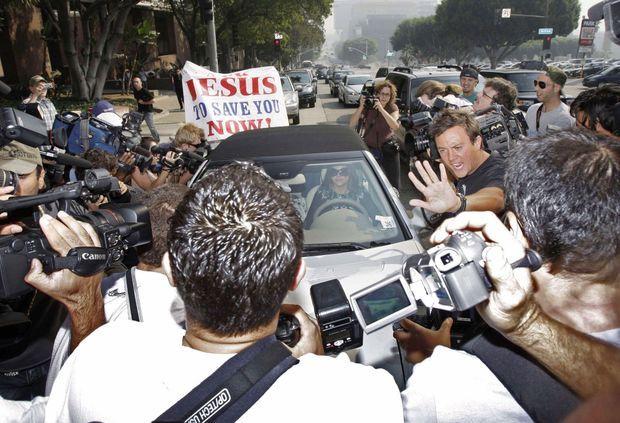 Arrivée mouvementée au tribunal de Los Angeles, en octobre 2007. Britney vient de perdre ses droits parentaux.