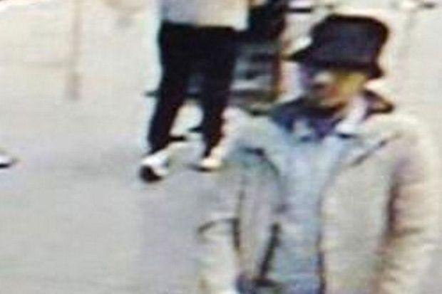 """""""L'homme au chapeau"""" sur les images de vidéosurveillance prises quelques minutes avant l'attentat à l'aéroport de Bruxelles."""