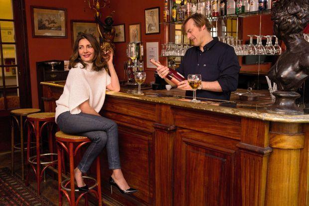 Au bar de l'hôtel Flaubert, à Trouville, quand François s'improvise barman.