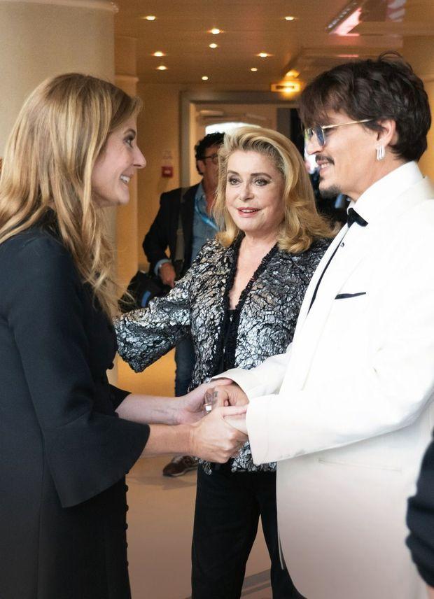 Au Centre international de Deauville, elle présente son invité d'honneur à sa fille, Chiara Mastroianni.
