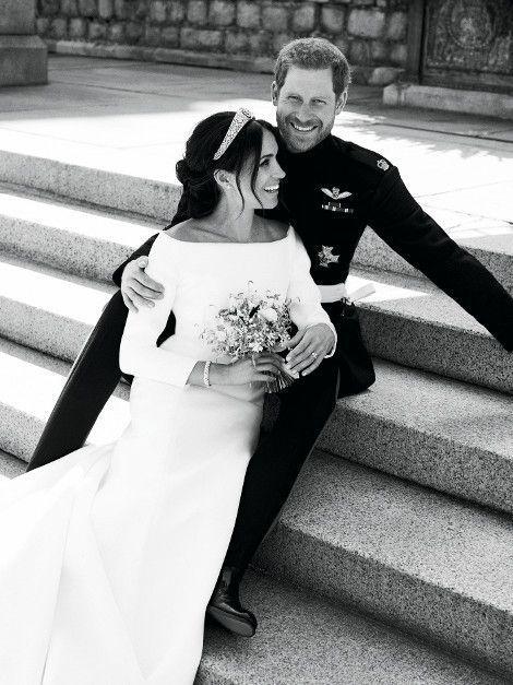 Au château de Windsor, le 19 mai : une photo officielle… mais pas vraiment protocolaire, signée Alexi Lubomirski, grand photographe de mode et portraitiste de stars.