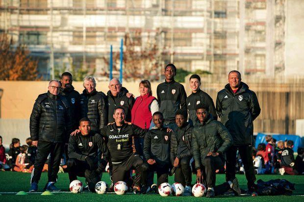 Au royaume du foot, on compte encore sur l'énergie des passionnés ! L'Atlhethic Club de BoulogneBillancourt : 1 500 licenciés… pour un seul salarié.