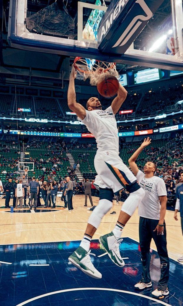 Au sein des Utah Jazz, Rudy porte le numéro 27, en hommage à son père, lui aussi basketteur international, né un 27 août.