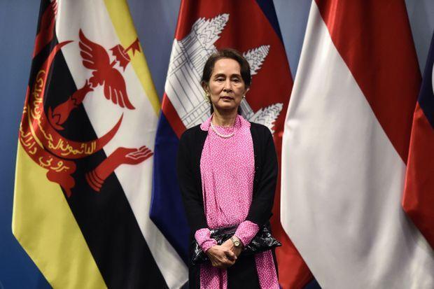 Aung San Suu Kyi avant le lancement du sommet de l'Association des Nations d'Asie du Sud-Est (ASEAN) à Singapour le 14 novembre 2018.