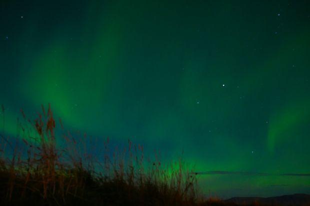 Aurore boréale dans le ciel de Reykjavik