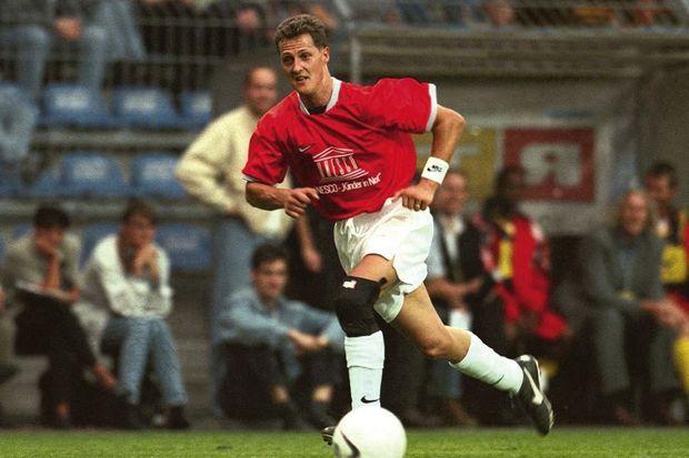 Autre passion partagée : le foot. Michael le 29 juillet 1998.