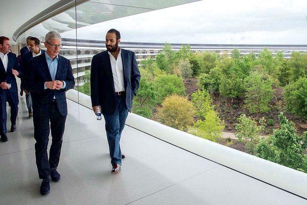 Aux Etats-Unis, MBS a visité les géants de la Silicon Valley, comme Apple (ci-contre, avec le P-DG Tim Cook),
