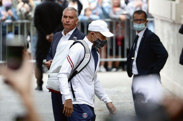 Avant la rencontre, le 29 août. Trois jours plus tôt, le Real Madrid proposait au PSG 180 millions d'euros pour le recruter.