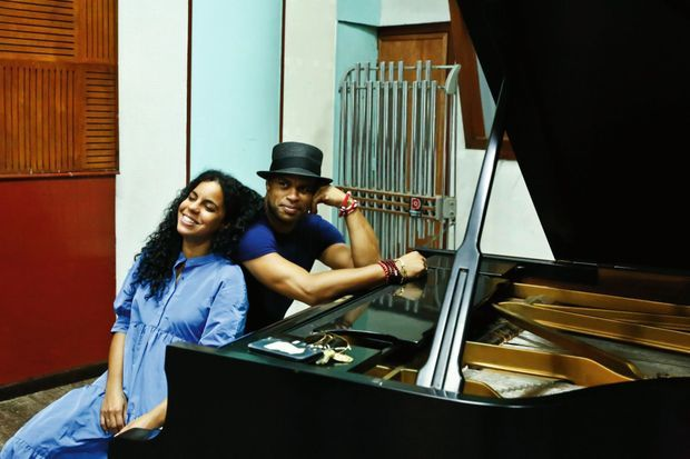 Avec Daney Suarez, chanteuse de R'n'B et de rap cubain, qu'il a invitée à chanter sur son album.