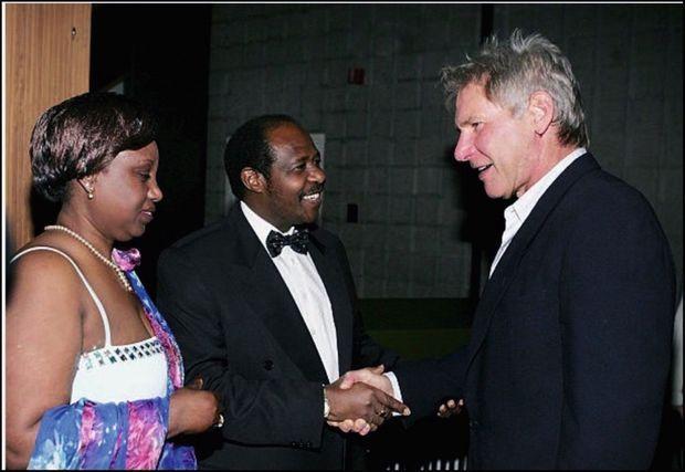 Avec Harrison Ford lors de la première d'«Hôtel Rwanda», en 2004, à Los Angeles.